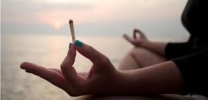 sovmeschenie-konopli-i-yogi