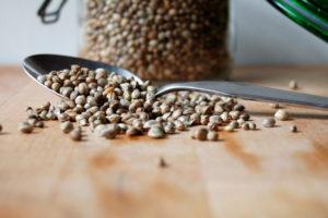 Почему стоит включить в рацион семена конопли