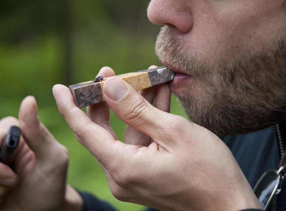 Как курить марихуану через трубку конопля и марихуана это одно и тоже или нет